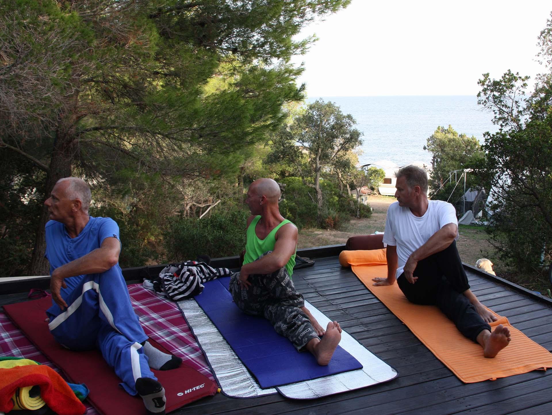 bild yoga mann